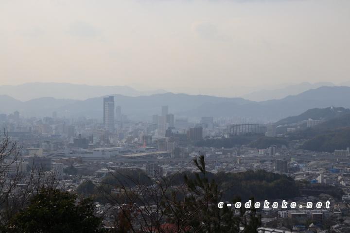 揚倉山健康運動公園から広島駅方面を望む