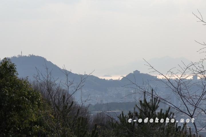 揚倉山健康運動公園から黄金山方面を見る