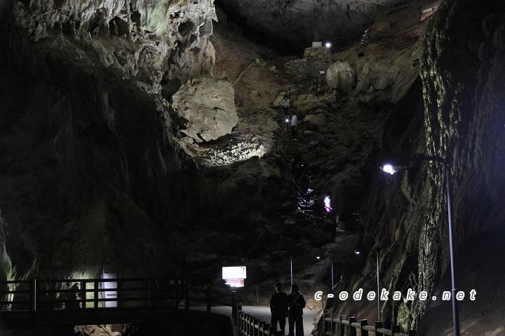 秋芳洞冒険コースの様子