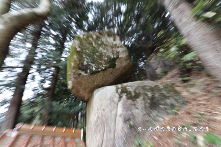 帯掛明神と重なり岩