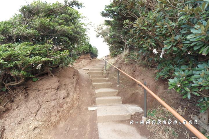 龍宮の潮吹ビューポイントへの階段