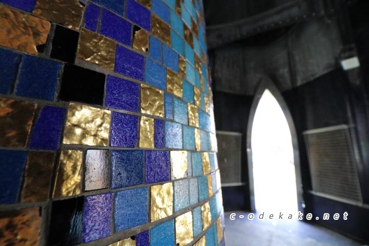 パラダイスの塔のモザイク